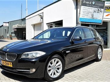 BMW 5-serie Touring 520i Upgrade Edition M- sport, M- stuur(flippers), Sportstoelen, Xenon, Navi Proff