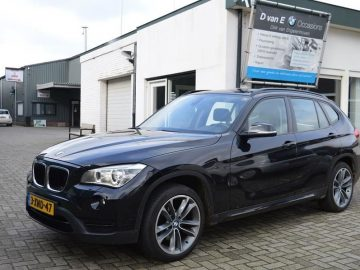 BMW X1 sDrive20d High Executive panorama schuifdak,sportstoel,trekhaak,184 pk Sport 2.0