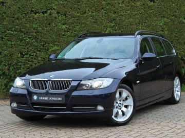 BMW 330 Touring 330i | Trekhaak | Stoelverwarming | Xenon